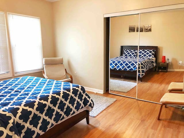 Lovely bedroom/ parking nearby Downtown DC 1