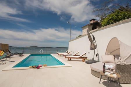Modern beach house with pool - Villa Perina