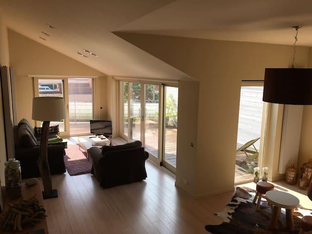 Seul appartement 1er étage (maison) - De Panne - House