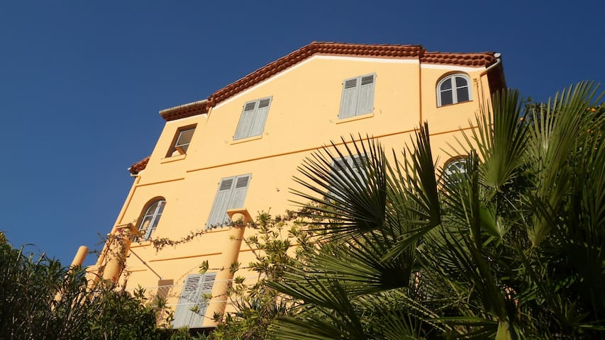 Villa Mimosa, walking distance to the beach