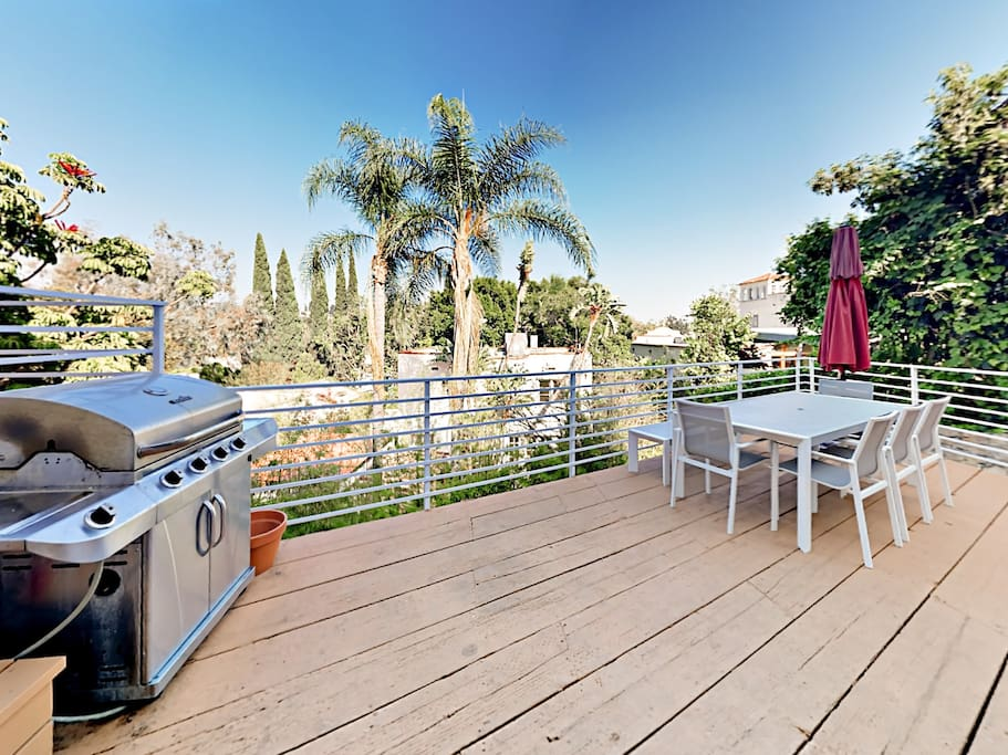 Make use of the large gas grill on the main 1st-floor deck and enjoy al fresco dining.