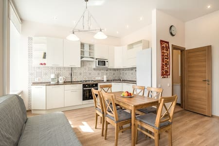 Newly Remodeled Apartment with Monthly Discount - Sankt-Peterburg