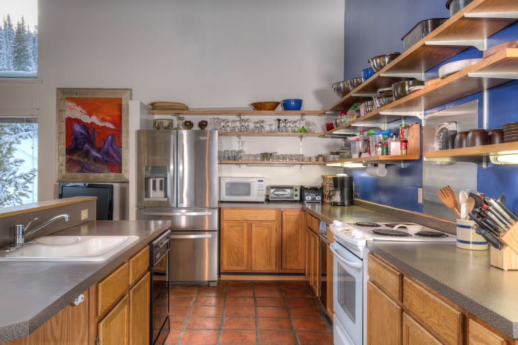 Fully equipped kitchen; brand NEW refrigerator; custom pottery