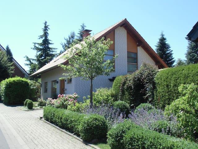 ruhig, Nähe Herz-Zentrum+Kliniken f. 1-2 Personen - Bad Oeynhausen - House