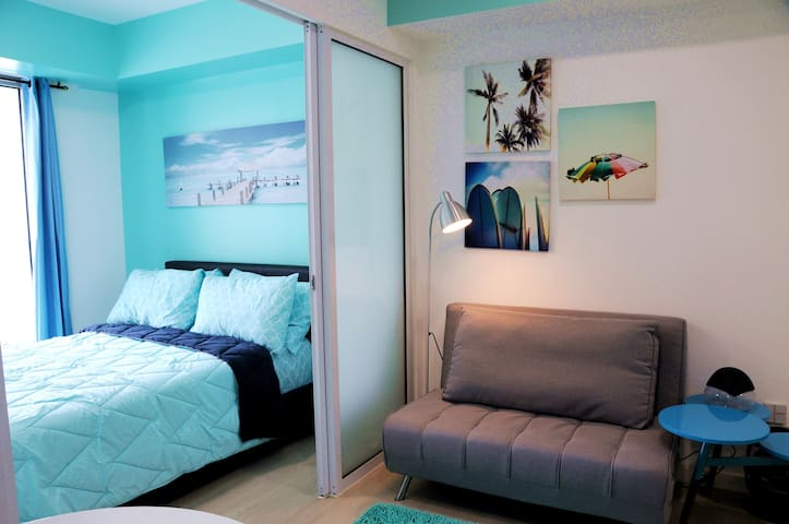 New Azure Beach Themed 1BR,Wifi, Netflix,Pool View