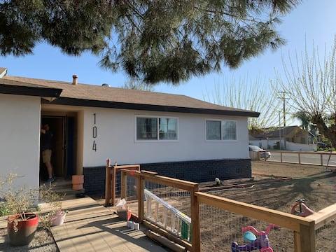 Bright, simple California comfort 3/2 cozy house