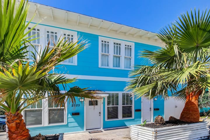 Spacious dog-friendly oceanside getaway with prime location and upgrades!