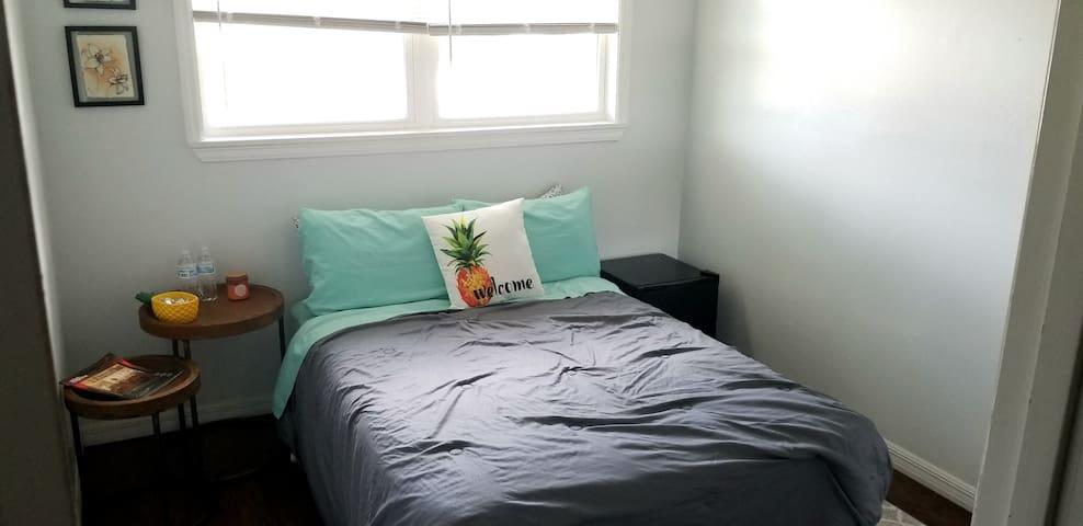 Pineapple Room near Downtown