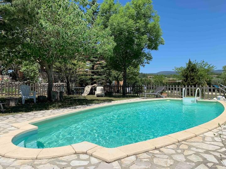 Gite piscine au coeur du Luberon