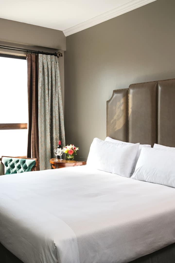 Hotel Bijou, Superior Queen Bed