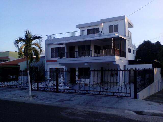 Amplia casa área monumental 6 - Santiago De Los Caballeros - Huis