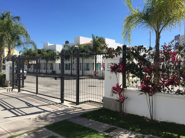 Single bed, single bedroom, private house near GTO - Irapuato