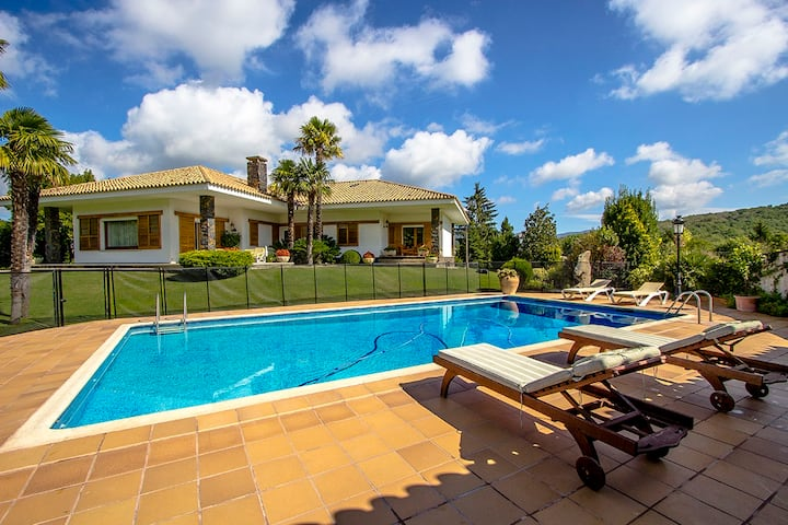Catalunya Casas: Villa Planes in the picturesque countryside of Girona!