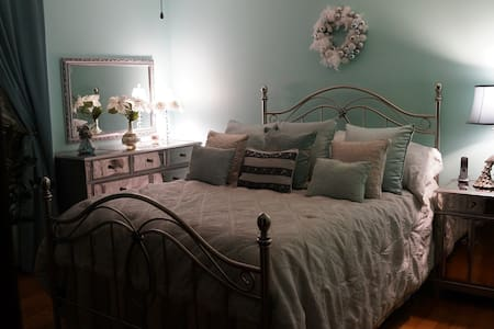 Large Private Bedrooms; Inside Beautiful House! - Minneapolis