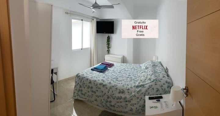 Málaga centro Habitación nueva y luminosa tv wifi