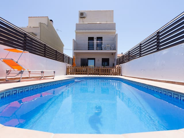 BEAUTIFUL FAMILY HOUSE WITH SWIMING-POOL, BBQ, WIFI AND AIR-11 SETEMBRE