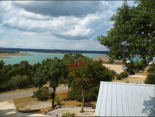Lakeview Retreat~Breathtaking Views~Sleeps 12