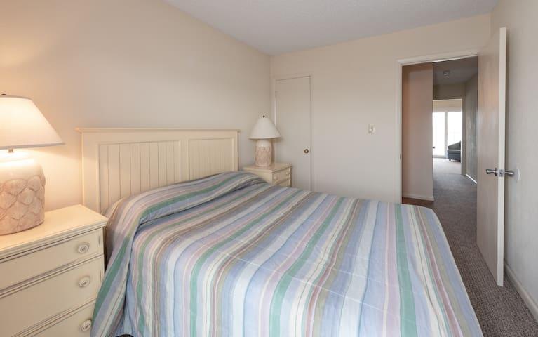 Master Bedroom with Queen Bed at Ocean High Resort