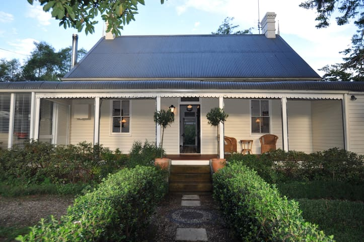 Cornella Cottage - a classic highlands retreat - Burrawang - Huis