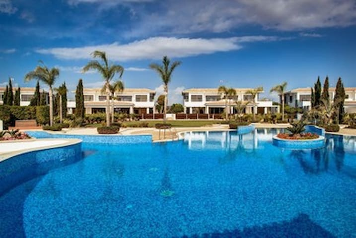 R778 Villa with Sea View and Private Pool Daily Maid Service