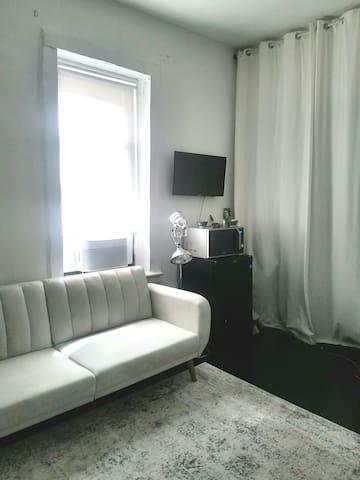 Location! Cheap n' Chic Studio Suite (Sleeps 2)