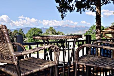 Stunning Mtn Views, Spacious, Hot Tub, Fire Pit!