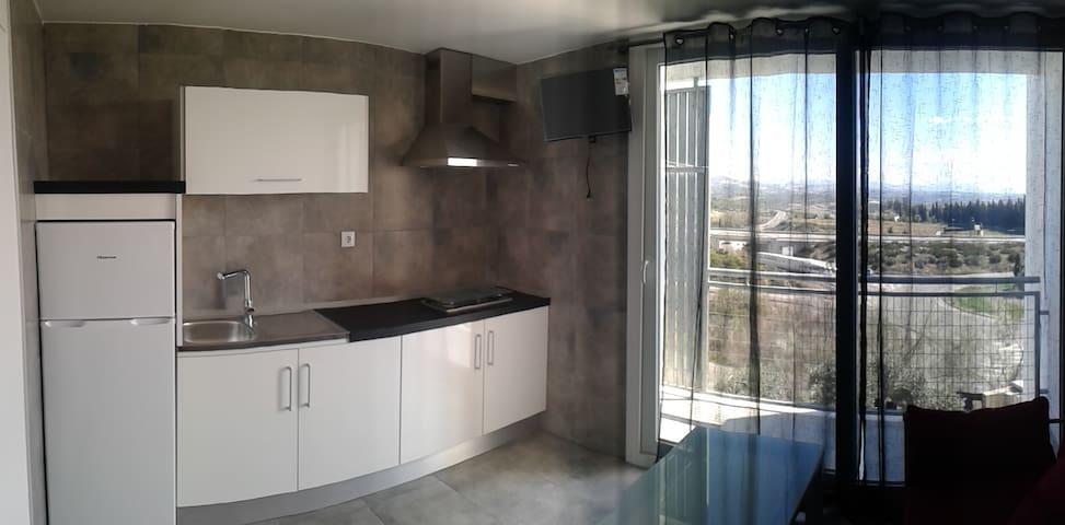 APARTAMENTO DE 1 DORMITORIO CON PISCINA Y PARQUING - Montilla - Apartemen