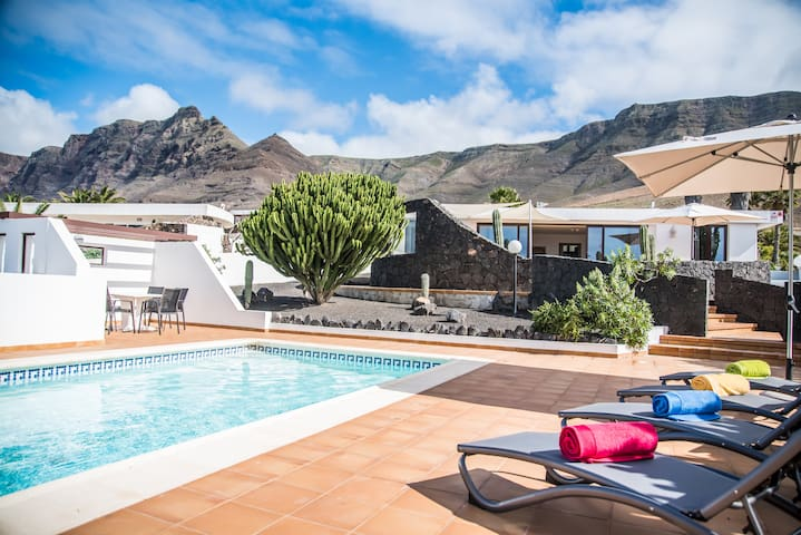 Villa with private heated pool & spectacular views