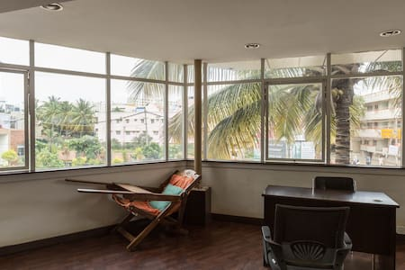 Jasper AC Single Room, Ebenezer Suites, Whitefield - Bangalore - Bed & Breakfast