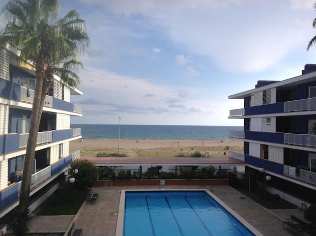 BEAUTIFUL SEAFRONT FLAT W PARKING - Sitges - Apartment