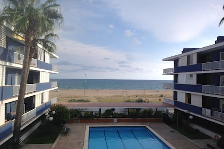 BEAUTIFUL SEAFRONT FLAT W PARKING - Sitges - Wohnung