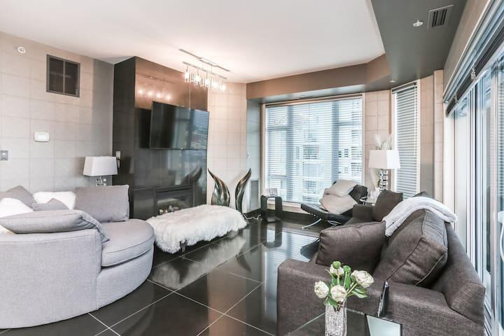 #1201 Premium Executive 3 Bed Lakeview Suite