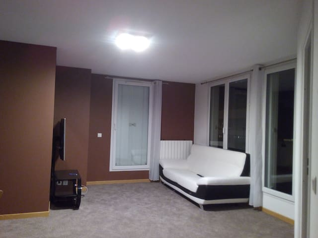 A private room- 15 mins from Paris - Le Bourget - Leilighet