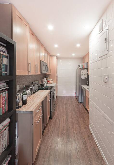 recently renovated kitchen has all you need
