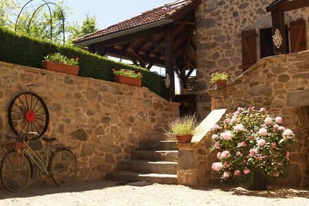 Maison dans les gorges de l'Aveyron