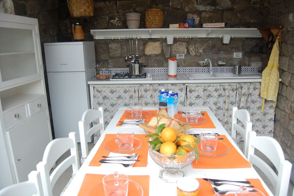 the kitchen in the garden where you can prepare breakfast and meals