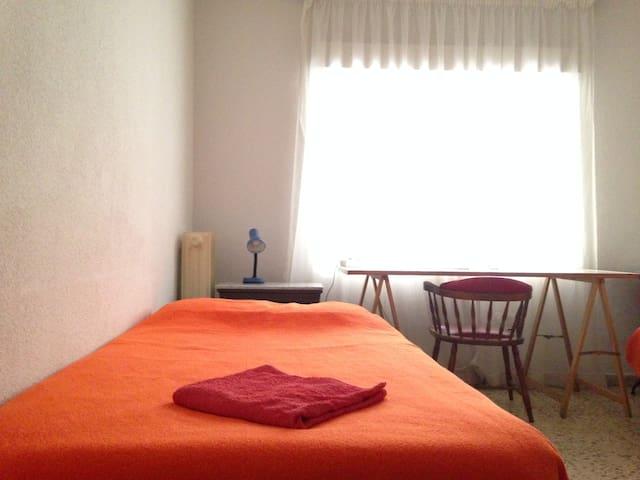 GREEN ROOM IN THE CENTRE - Granada - Apartment