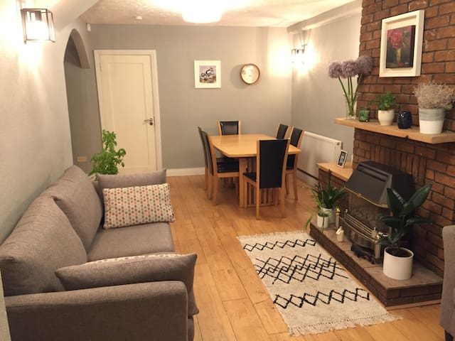 3 Bed Family Home in Residential Area Near Centre