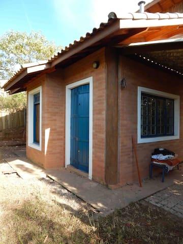 Chalé urbano em chácara, área nobre - Cunha - House