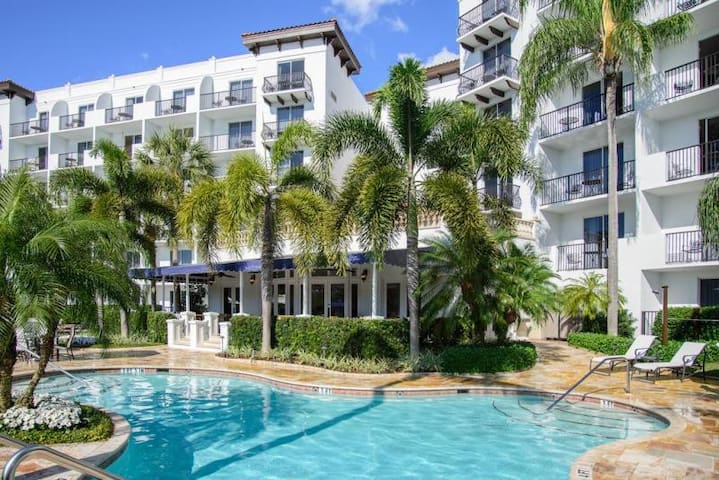 RESORT STYLE UNIT W/ HEATED POOL & CLOSE TO BEACH!