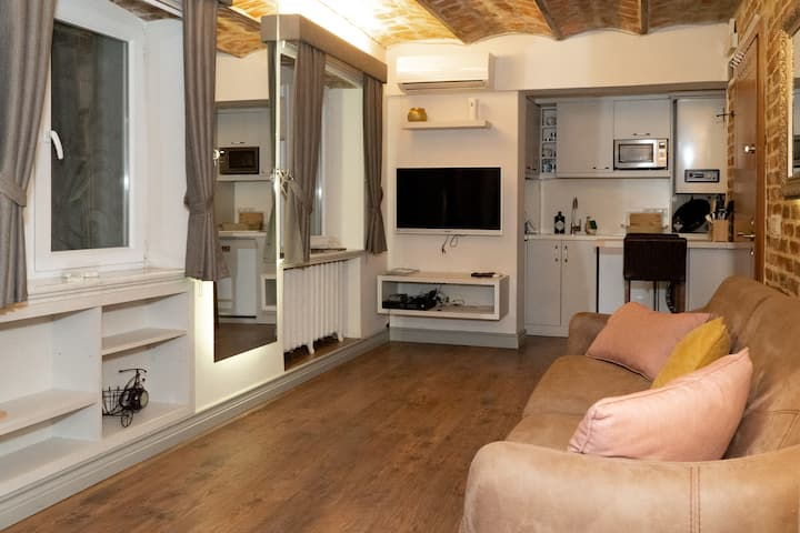 Historical and Modern Apartment Near Galata Tower