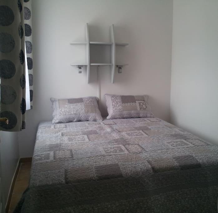 chambre avec 2 lits en 80x200cm. possilité de faire un lit de 160x200cm. Couchage de très bonne qualité.