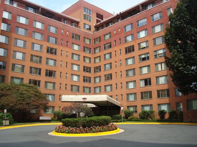 5 mins from DC! Stylish One-bedroom Apartment