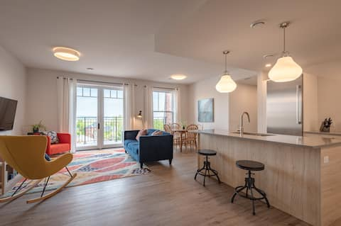 Downtown Luxury Suite with Stunning View and Patio