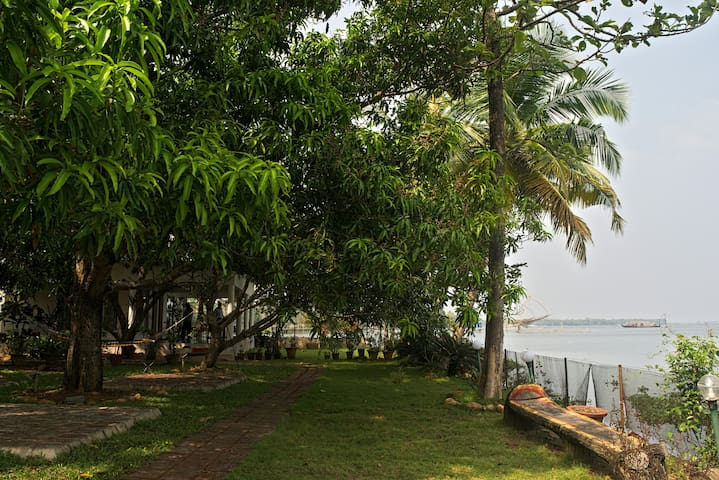 orchid lakeview homestay( 6 rooms) - Alappuzha - Talo