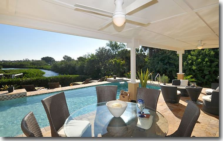 Beautiful Bay Front Villa with Private Pool