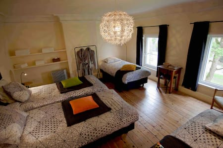Ctr Kortrijk: ruime kamer+zithoek en kitchenette