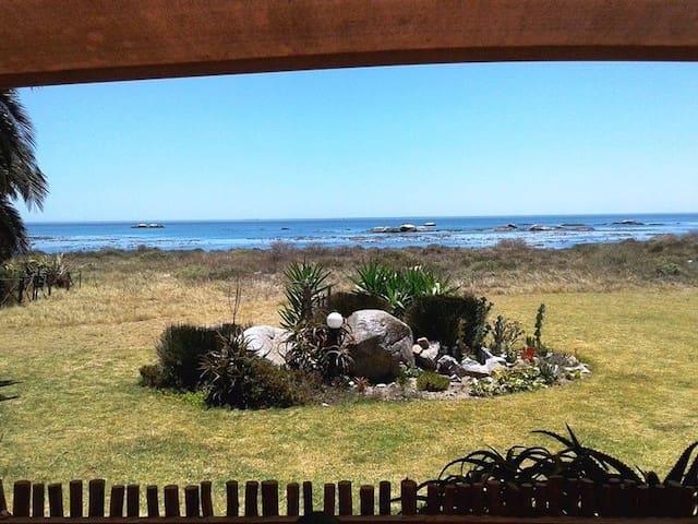 Valdi's Beach Cottage - Self catering Beachfront. - Saint Helena Bay - House