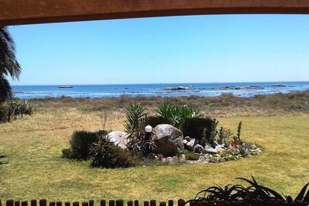 Valdi,s Beach Cottage - Self catering Beachfront. - Saint Helena Bay