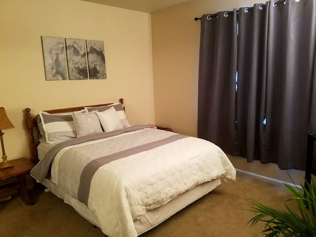 Private Bed, Bath, TV, Coffee Bar - Thornton - Apartamento